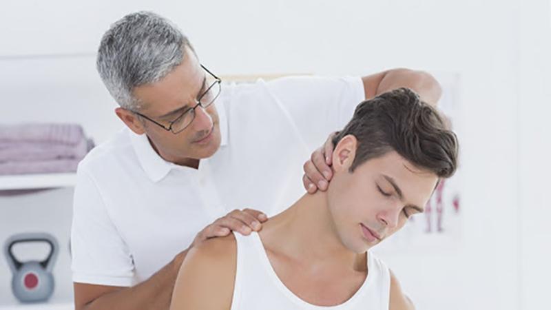 بهترین متخصص کایروپراکتیک | درمان گردن درد