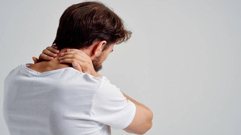 بهترین متخصص کایروپراکتیک | دلایل درد گردن