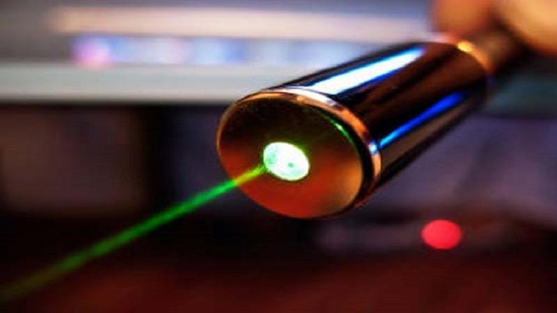 مزایای لیزر درمانی چیست و معرفی انواع لیرزتراپی | بهتین متخصص کایروپراکتیک