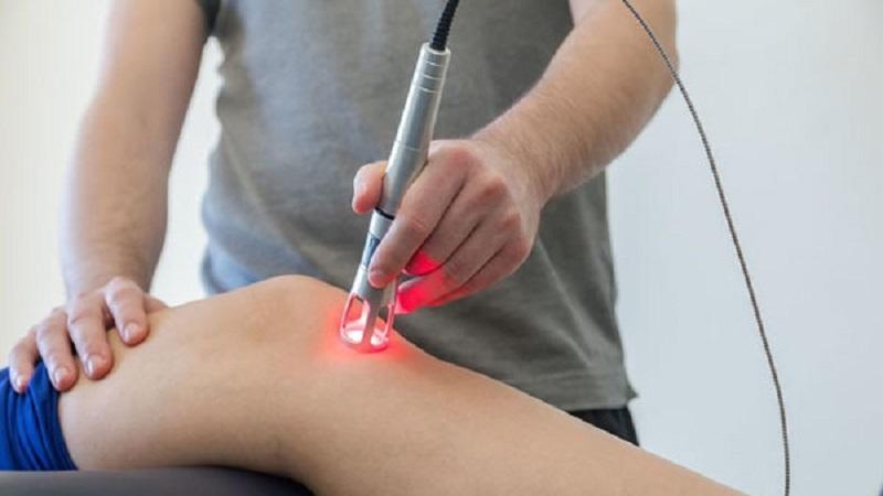 لیزر درمانی چیست و در چه شراطی کاربرد دارد؟ | بهترین متخصص کایروپراکتیک